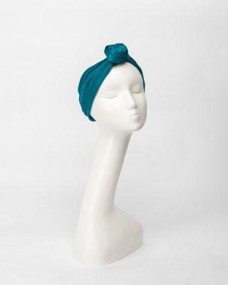 Turbante confeccionado en abaca seda con nudo frontal clásico