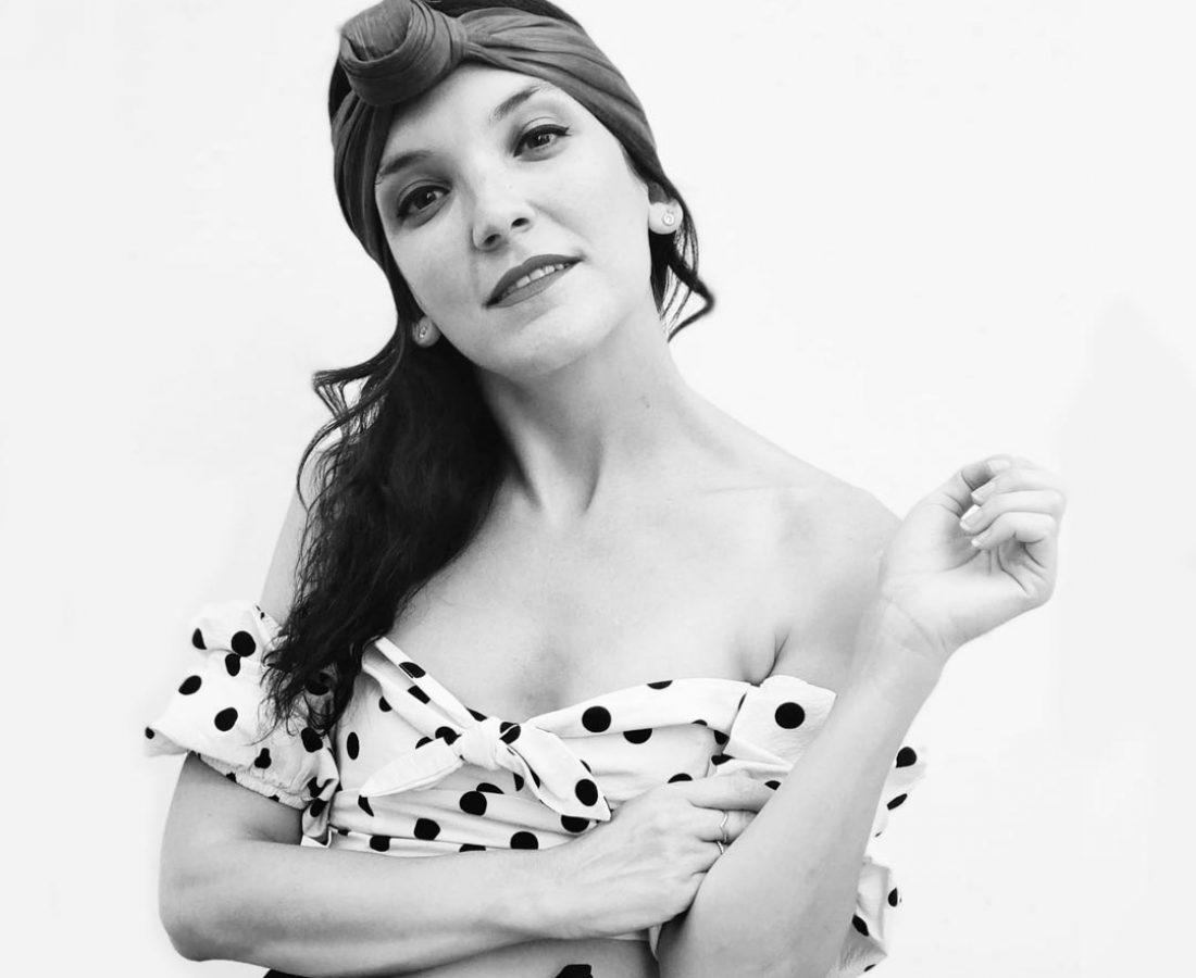 Laura en blanco y negro